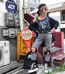 Vita Chen - Vii & Co. Rings Chains Belt, Converse Chuck Taylor All Star Platform, Vii & Co. Army Tag Layered Necklace, Vii & Co. Washed Black Ripped Jeans - In Seoul