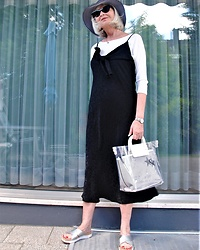Reni E. -  - Slipdress and transparent bag