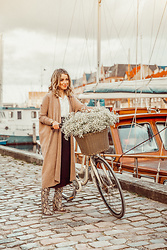 Joicy Muniz - Rabens Saloner Cardigan, Designed By Me For Mockberg Watch, Zara Boots - Copenhagen