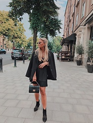 Emmy Nikolausson - Gina Tricot Coat, Zara Skirt, Ur&Penn Bag, H&M Boots - BY THE STREETS IN STOCKHOLM ~