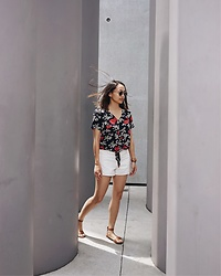 Courtney Y - Madewell Floral Top, Club Monaco Aiden White Jean Shorts, Aldo Brown Strap Sandals - Summer hit me like...