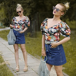 Daria Darenia - Zara Blouse, H&M Bag - Retro Flowers
