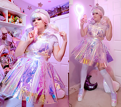 PastelKawaii Barbie - Mola Store Transparent Holographic Dress, Handmade Star Pull Ring Crop Top, Forever 21 Lavender Striped Thigh Highs, Hot Topic Yru Iridescent Platforms, Ebay Lavender Beret, Claries Star Antennas - 🌠👽Star Beam Cadet👽🌠
