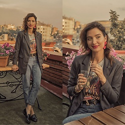 Natasha Karpova - Koton Rock T Shirt, Mom Jeans, New Look Leather Loafers, Mango Leather Belt, Plaid Blazer, Red Plastic Earrings, Swatch Golden Watch - MOSCOW SUMMER