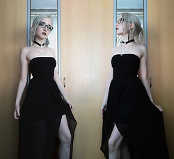 Grim Alex - Prescription Glasses (Blurryvision.Jpg), Claire's Spider Choker, Spider Web Necklace, H&M Black Strapless Top, Layered Maxi Skirt With A Slit, Aliexpress Pentagram Earrings - Where the Wild Roses Grow