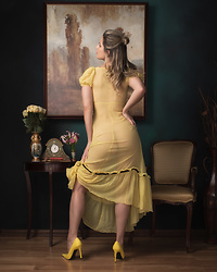 Caitlyn Sway - Yellow Vintage Nightgown, Yellow Pumps - Royal Portraits