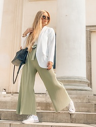 Marta Caban - Zerouv Glasses, Marsala Jacket, Orsay Pants, Converse Shoes - GREEN with WHITE