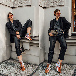 Jacky - Chimi Eyewear Sunglasses, Zara Blazer, Minimum T Shirt, Fendi Bag, Vila Pants, Wald Sneakers - Adding a pop of orange to an all-black outfit