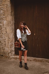 Dépêches Mode - New Yorker Skirt, Mad Vintage Shirt, Mad Vintage Bag - Le petit reporter
