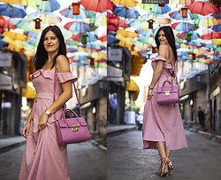 Viktoriya Sener - Shein Dresd - PINK DRESS AND UMBRELLAS