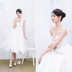 Thanh Tu - Christian Louboutin Nude Platform High Heel, Le Thanh Hoa A White Nice Dress, Lovisa Earring - The first night date