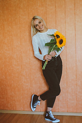 Saule S - Zara White Top, Asos High Waisted Black Jeans, Converse High Top - Just bring me sunflowers// insta:@saule.es