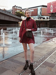 Bec Oakes - Plaid Shirt Dress, Knitted Turtleneck, Structured Bag, Lug Soled Boots - Transeasonal dressing