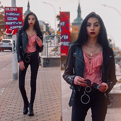 Katarzyna Klara Zaród - Dresslily Pink Sweater, Zerouv Cat Eye, H&M Pants, H&M Jacket - All black + pink sweater // 53 Thieves - what you do to me