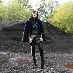 Charlotte Clothier - Miss Selfridge Black Heeled Suede Boots, Topshop Black Tights, Bershka Black Pu Leather Skirt, Topshop Leopard Suede Clutch, Vegan Witches Jumper, H&M Black Fluffy Coat - Witches 🔮