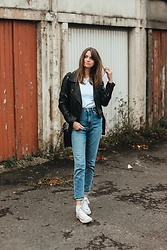 Audrey - H&M Jeans, Uniqlo Tee, Converse Sneakers - Casual fall outfit