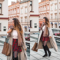 Gabriela Grębska - Na Kd Lounge Scarf, Shein Cardigan, H&M Skirt, Wojas Boots, Pani Torbalska Bag, H&M Blouse - Big long cardigan & plaid skirt