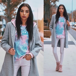 Katarzyna Klara Zaród - Noracora T Shirt, Gemre Sneakers - The soft side of fall