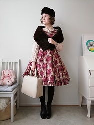 Mari Susanna - Vintage Hat, Stole, Brooch & Suitcase, Monki (Second Hand) Under Dress, Metamorphose Temps De Fille Dress, Tamaris Shoes - Outfit for a Russian tea