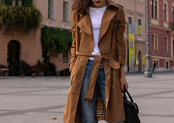 Veronika Lipar - Burberry Camel Trench Coat, H&M White T Shirt, A.P.C. Blue Denim Jeans, Dkny Black Top Handle Bag - One Way to Style White T-Shirt and Blue Jeans in Fall