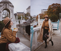 Daniela Guti - Sweater, Hat, Bag, Trench - PERFECT SWEATER