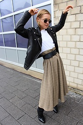 Anna Borisovna - Sofie Schnoor Jacket, Vintage Shirt, Massimo Dutti Belt, Sofie Schnorr Skirt, Arket Boots - The Leather Jacket