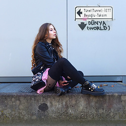 OH ANNE (BLOGGER) -  - Leather Jacket, pink Skirt & Overknee Stockings