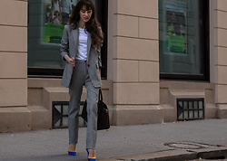 Veronika Lipar - Sandro Houndstooth Tailored Blazer, Polo Ralph Lauren Houndstooth Pants, H&M White T Shirt, Gianvito Rossi Blue Pumps, Michael Kors Brown Sachets Tote - The Most Fashionable Suit of the Season