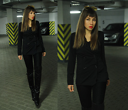 Jointy&Croissanty © - Femmeluxefinery Blazer - Total black look