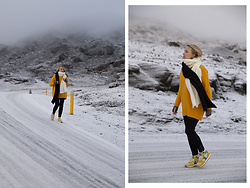 Ewa Michalik - Saucony Sneakers, Reserved Jeans, Reserved Sweater, Bienkovska Scarf - Iceland, in the middle of nowhere