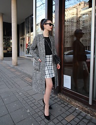 Jelena - Ray Ban Wayfarer Sunglasses, H&M Black Sweater, Zara Gray Coat, Mango Crossbody Bag, Zaful Tweed Skirt, Asos Pointy Heels - Tweed skirt