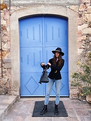 Mariana Garza - Zara Big Velvet Belt, Stradivarius Combat Boots - The coolest blue door