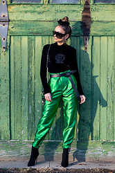 Lauren Recchia - Vintage Gianni Versace, Happy X Nature Twilight Pants, Alexandre Vauthier Boots, Isabel Marant Belt, Justine Marjan Scrunchie, Paco Rabanne Bag, Christian Dior Sunglasses - Emerald Metallic