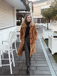Bec Oakes - Teddy Coat, Oversized Turtleneck, Western Belt, Wide Leg Trousers, Square Toe Boots - New Year's Eve