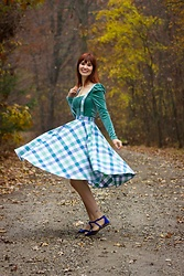 Bleu Avenue - Collectif Gingham Pinafore Skirt, Forever 21 Velvet Crop Top In Seafoam - Winter Mint
