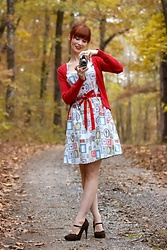 Bleu Avenue - Retrolicious Portrait Dress - Novelty Print Portrait Dress