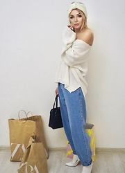 Marina Skater - Zara Jeans, Bershka Sweater - White and blue