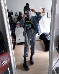 Kimi Peri - Vii & Co. Keychain, Disturbia Cristina Pants, Steelground Vegan Platform Boots, Beanie, Impericon Rick & Morty Tee, Lee Acid Wash Denim Jacket, Vii & Co. Ring Belt - Rick & Morty