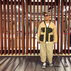 Mannix Lo - Online Shop Patchwork Fleece Military Jacket, Cotton On Tee, Online Shop Loose Fit Cargo Pants, Madness X New Balance 990v2 Sneakers - Don't treat people as bad as they are
