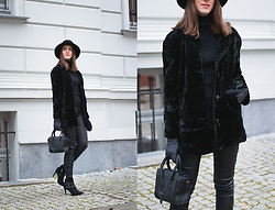 Ewa - Shein Solid Faux Fur - All Black Everything