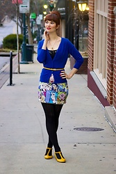 Bleu Avenue - Shein Comic Print Mini Skirt, Femme Luxe : Black Pu Hook And Eye Scoop Neck Crop Top Mariah, Mak Charter School Cardigan Blue - Comic Print