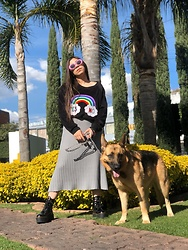 Karen Cardiel - Pays Rainbow Crewneck, Must Concept Store Platform Combat Boots, Must Concept Store Midi Knit Skirt, Must Concept Store Pink Oval Sunglasses - Care bear sweater 🐻🌈🧸✨