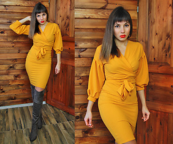 Jointy&Croissanty © - Femmeluxefinery Dress - Mustard wrap dress