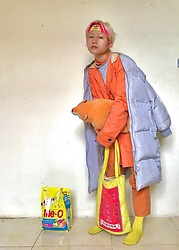 Aww Nhi - Adidas Headband, Puff Jacket, Orange Kakhi Pant, Orange Blazer, Jane Marple Sweater, Chinese Laundry Tote Bag, Orange Socks, Orange Turtle Neck - The sun in the winter