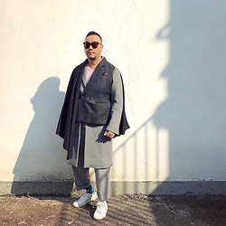 Mannix Lo - Remake Vintage Half Vest Cape, A Land Long Coat, Uniqlo Knitwear, Zara Pants, Adidas Stan Smith Sneakers - A winner is a dreamer who never gives up