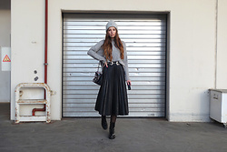 OH ANNE (BLOGGER) -  - LEDER PLISSEE ROCK, HIGH NECK PULLOVER & COMBAT BOOTS