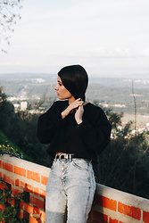 Adriana R. - Femme Luxe Black Cropped Long Sleeve Jumper, Pull&Bear Acid Wash Jeans - 90s Inspired Look