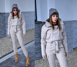 Jointy&Croissanty © - Femmeluxefinery Trousers - Beige total look