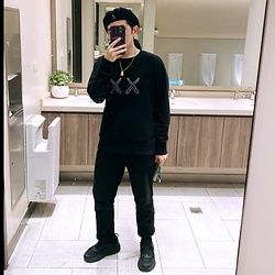 Gorbinzshe Gorbinzshe - Kaws Sweater, Kangol Hat, Hoka One Sneakers - All black everything