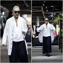INWON LEE - Byther Cool Touch Soft Skull Logo Cardigan, Byther Cool Touch Soft Diagonal Shirring V Neck, Byther Baggy Pants - White Skull Logo Cardigan